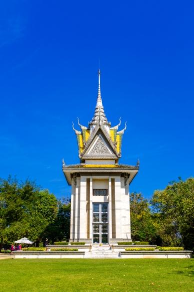 Pagoda s navršenými kostmi uvnitř