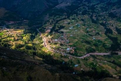 Pohled z Pisaqu dolů do údolí.