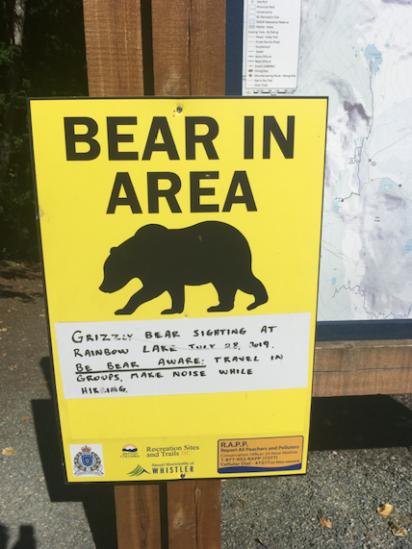 Na hike jedině s bear sprejem!